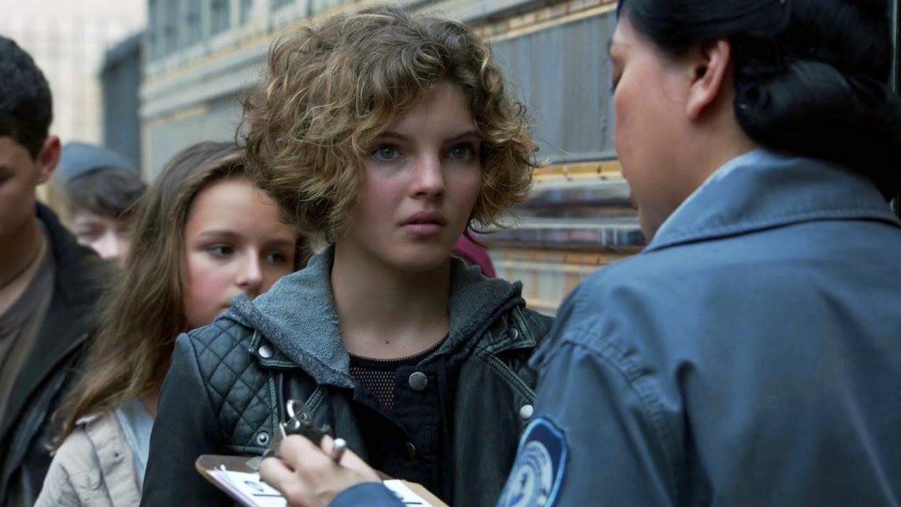 Camren Bicondova as Selina Kyle in 'Gotham S01E02 'Selina Kyle'