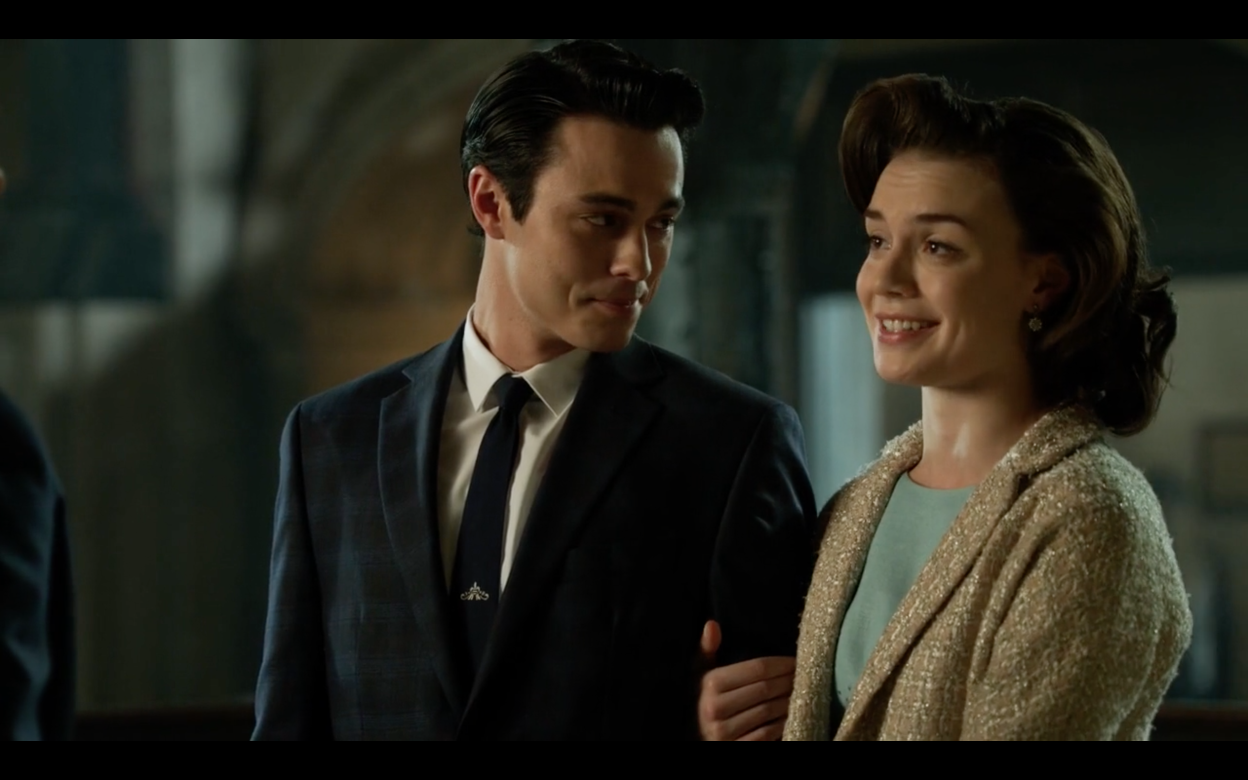 Robert Gorrie as John Grayson and Abbi Snee as Mary Lloyd in 'Gotham'