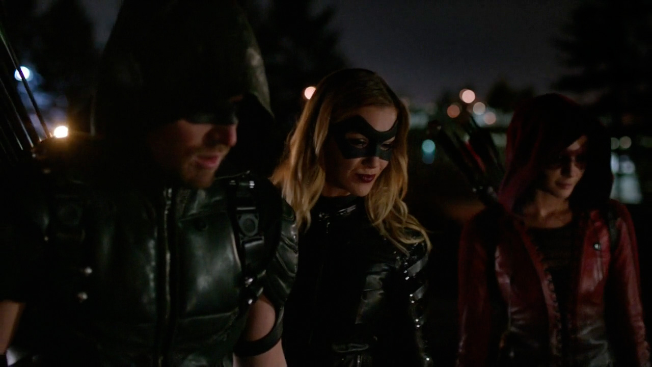 Stephen Amell, Katie Cassidy & Willa Holland in 'Arrow' S04E07 'Brotherhood'
