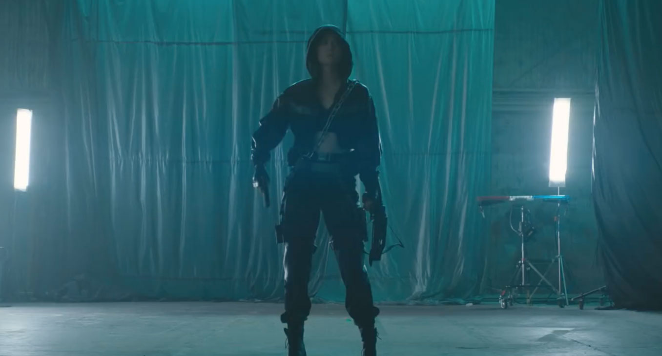 New Birds Of Prey Set Photo Shows Off Final Huntress Costume Get Your Comic On
